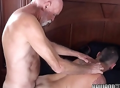 Tattooed hunk deepthroats polar bears cock