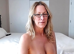 This Hot Mom Knows How To Shake Her Ass